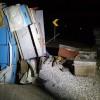 Bursa'da arı kovanı yüklü kamyon devrildi: 2 yaralı