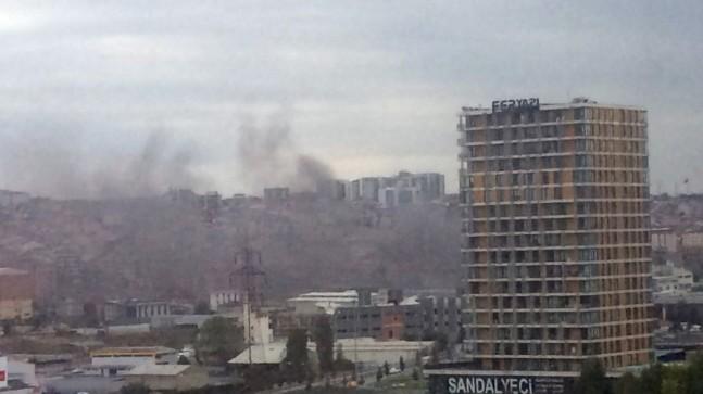 Sefaköy'de boya fabrikasında yangın